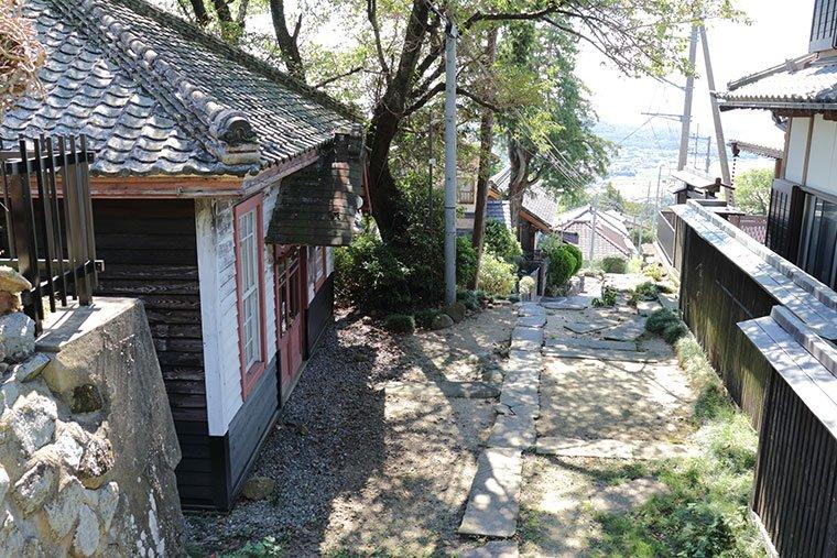 「旧筑波山郵便局」と「つくば道」