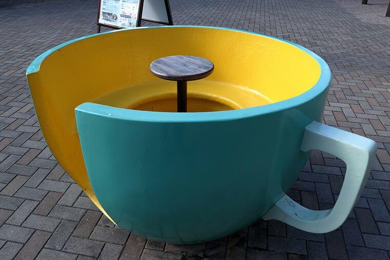 おやまゆうえんハーヴェストウォーク・コーヒーカップのベンチ