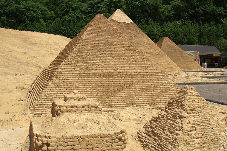 ピラミッドのミニュチュア