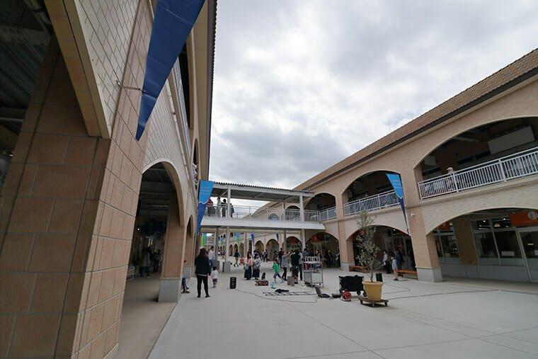洗シーサイドステーションの広場