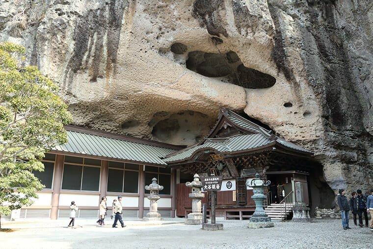 大谷寺の本堂