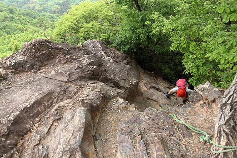 大小山の山頂付近に崖