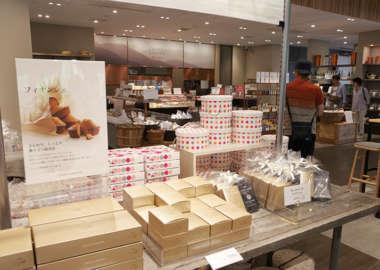 チーズガーデン那須本店の店内