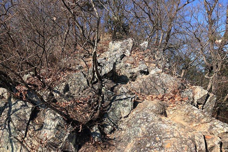 天狗山の岩場