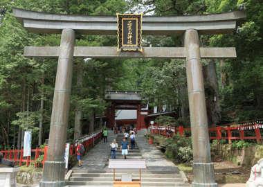 日光二荒山神社の正面鳥居