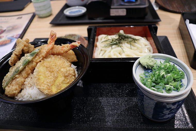 和食レストラン雅の天丼+麺セット