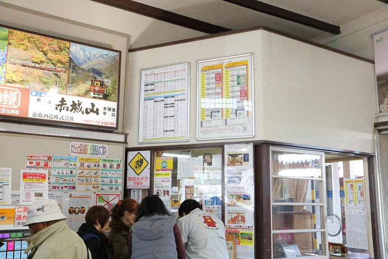 大間々駅の発券風景