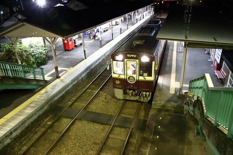 夜の大間々駅