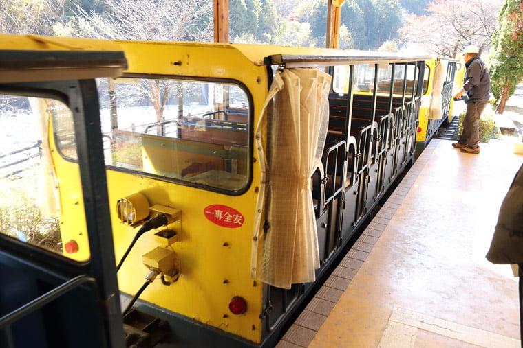 足尾銅山観光のトロッコ列車