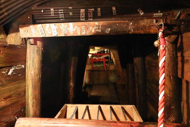 通洞坑内の神社