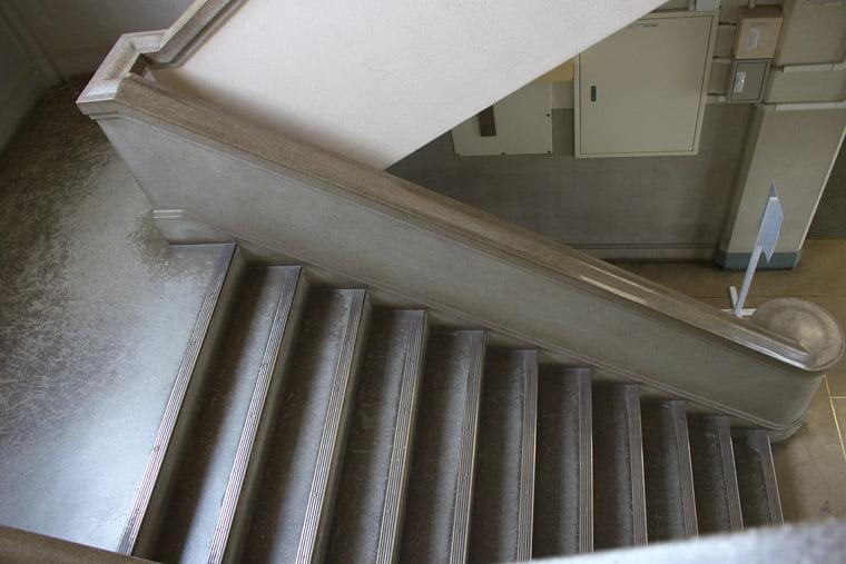 旧司令部庁舎の階段