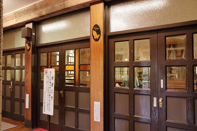 カトリック松が峰教会の聖堂への扉