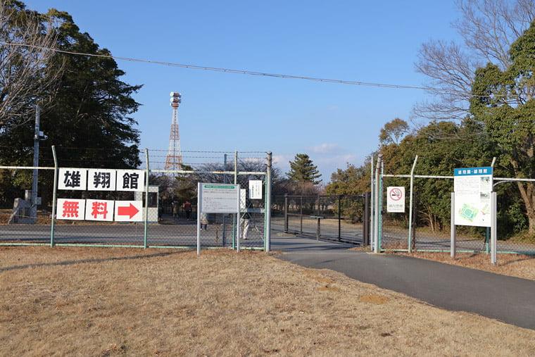 雄翔館への入口通路