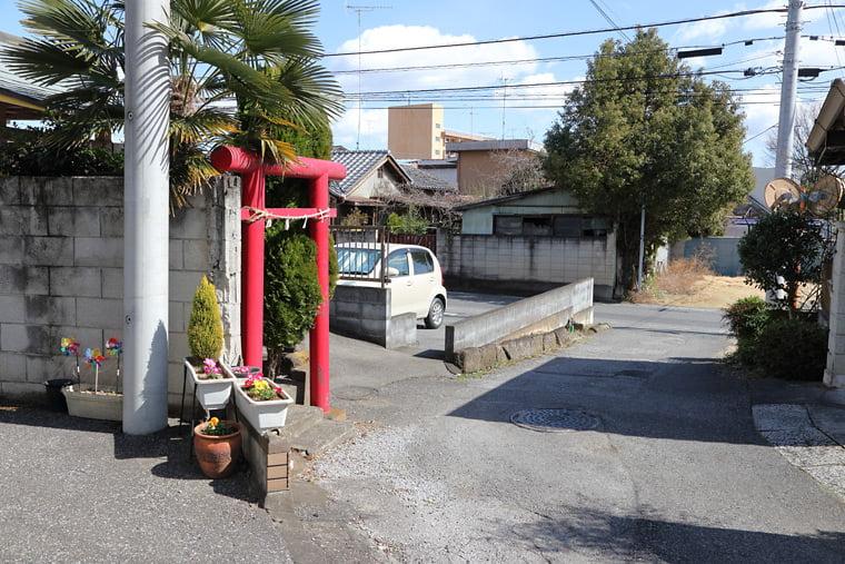 キマリの自宅前の金山神社のモデル