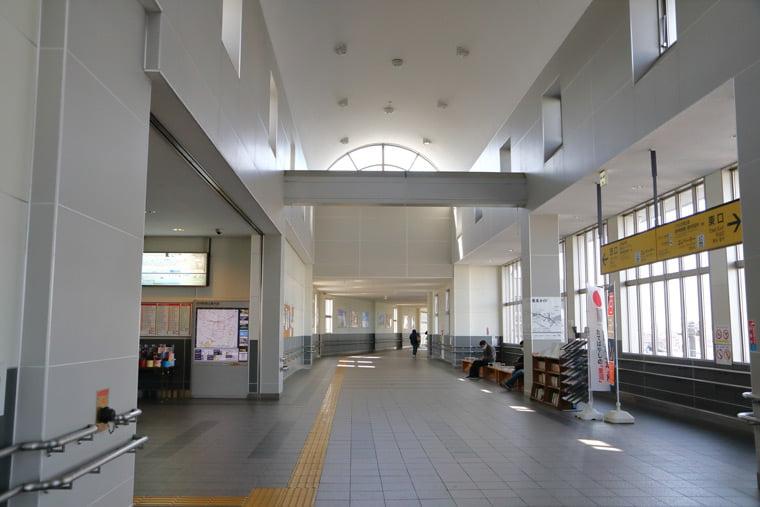 館林駅の改札外