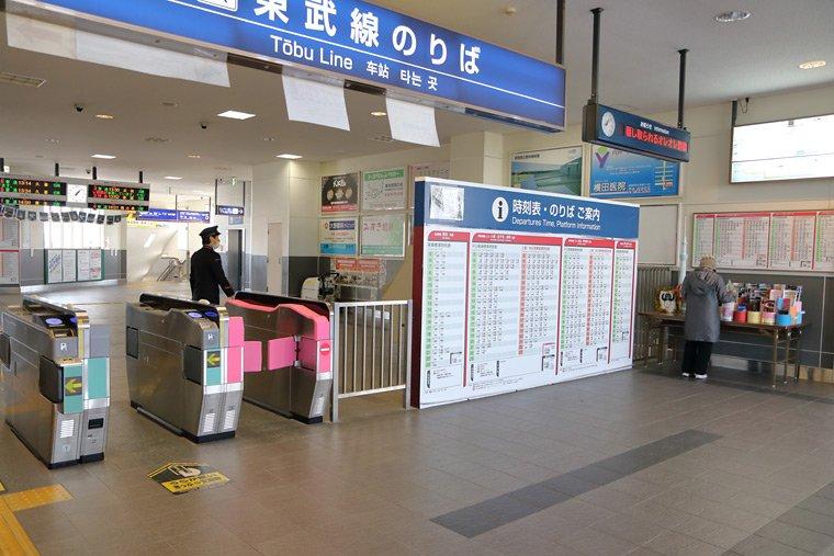 館林駅の改札