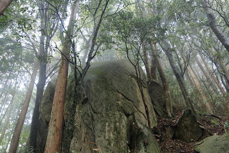 加波山の巨石