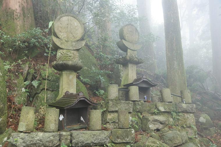 加波山の古いお墓