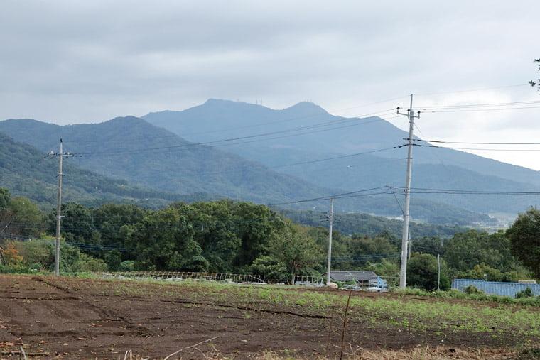 加波山の全景
