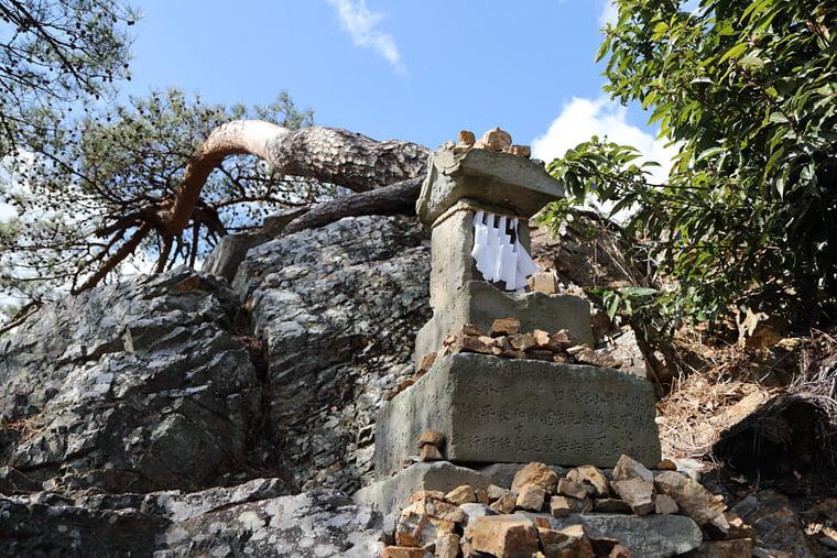 天狗岩にある祠