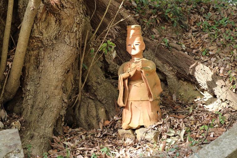 琵琶を持つ貴族の様な人形