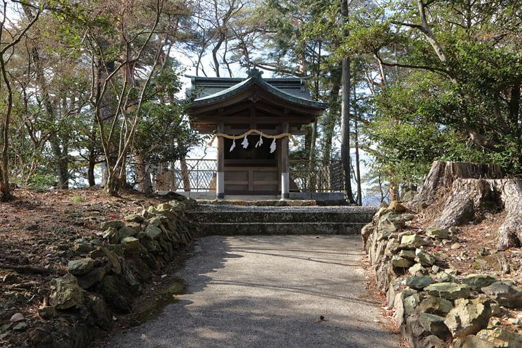 来矢山霊廟