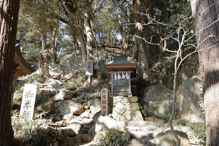 大甕神社 本殿への参道
