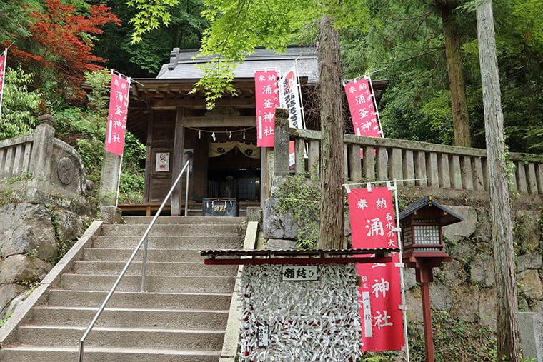 涌釜神社の本殿