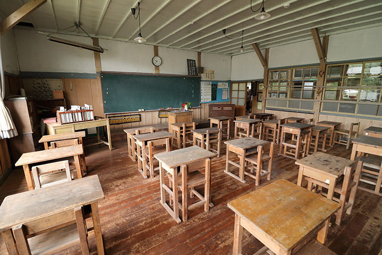 旧上岡小学校の教室