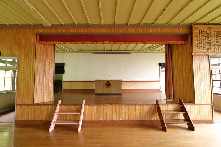 旧上岡小学校の講堂