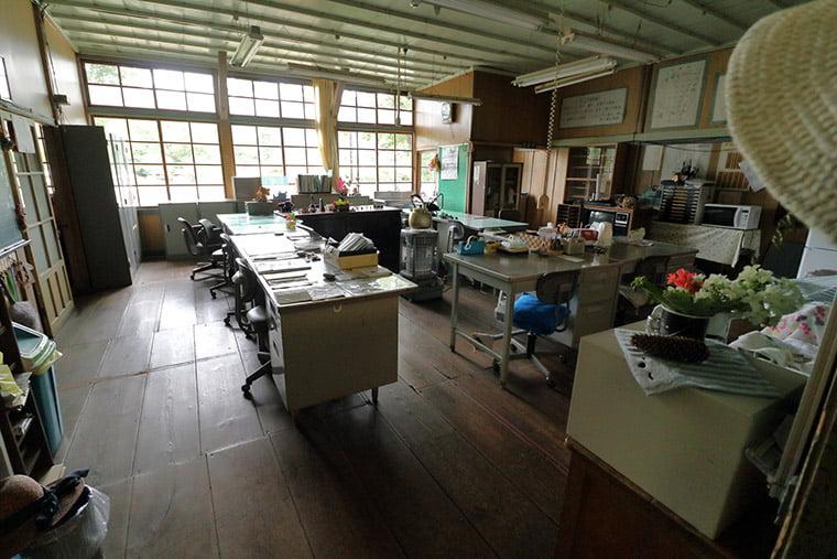 旧上岡小学校の職員室
