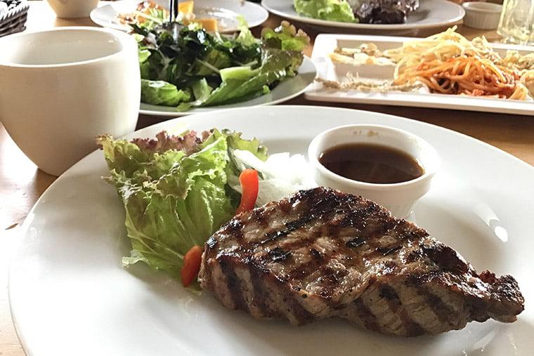 日光高原牛ステーキ(150g)+果実畑のサラダバーセットのイメージ