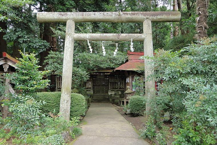 那須国造碑(笠石神社)の正面
