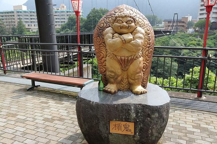 鬼怒楯岩大吊橋と盾鬼の像