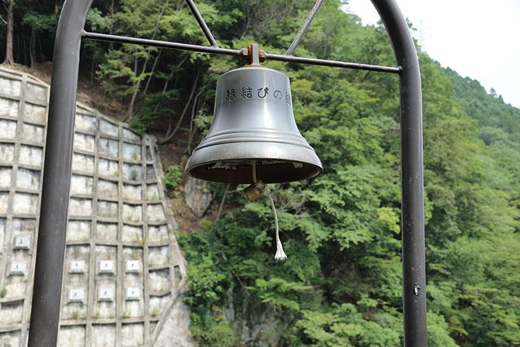 鬼怒楯岩展望台にある縁結びの鐘