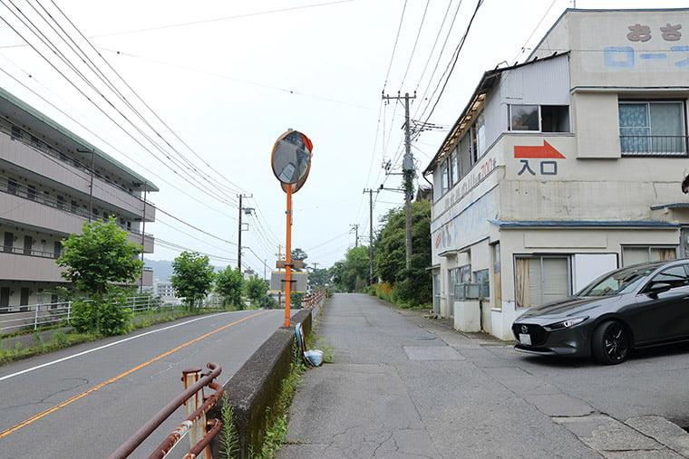 鬼怒川温泉ロープウェイの駐車場への道