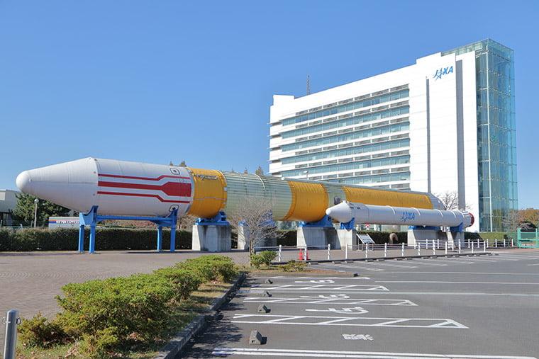 筑波宇宙センターのH-IIロケット