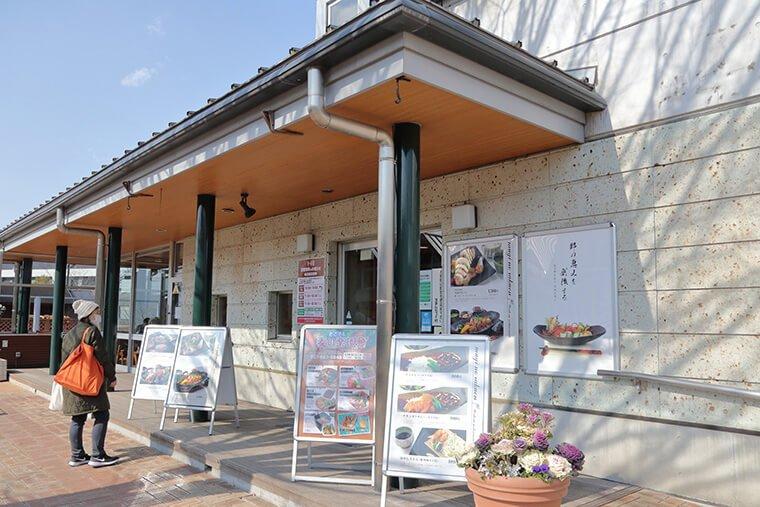村の食堂・畑の台所「麦の楽園」の外観