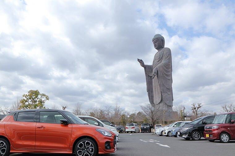 牛久大仏の駐車場