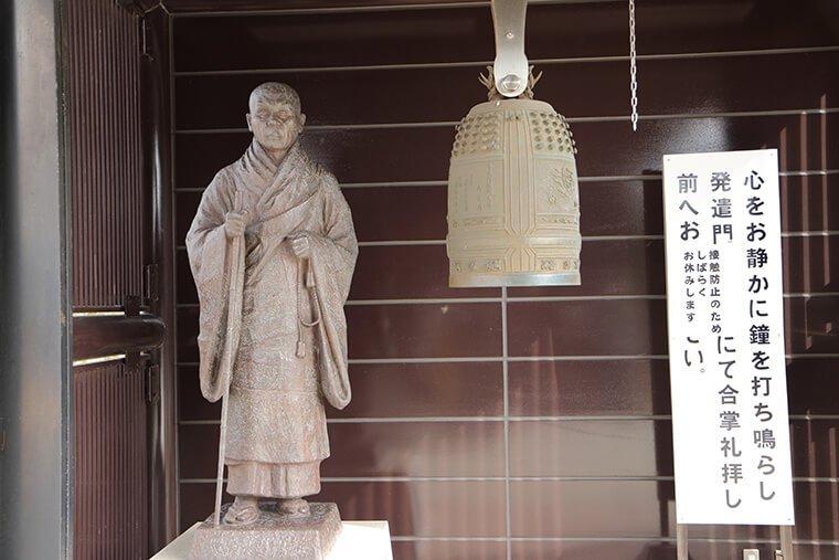 親鸞聖人の銅像
