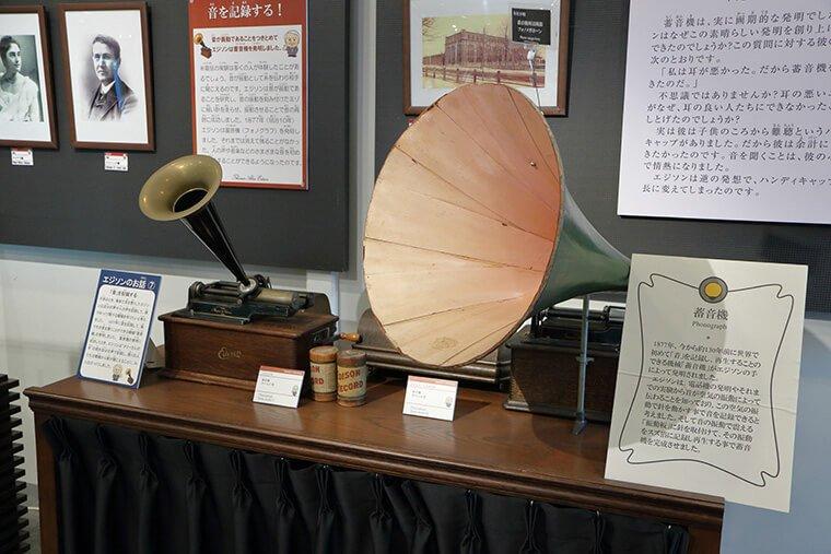 エジソンが発明した蓄音機
