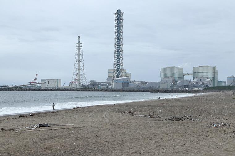 村松海岸から見る火力発電所