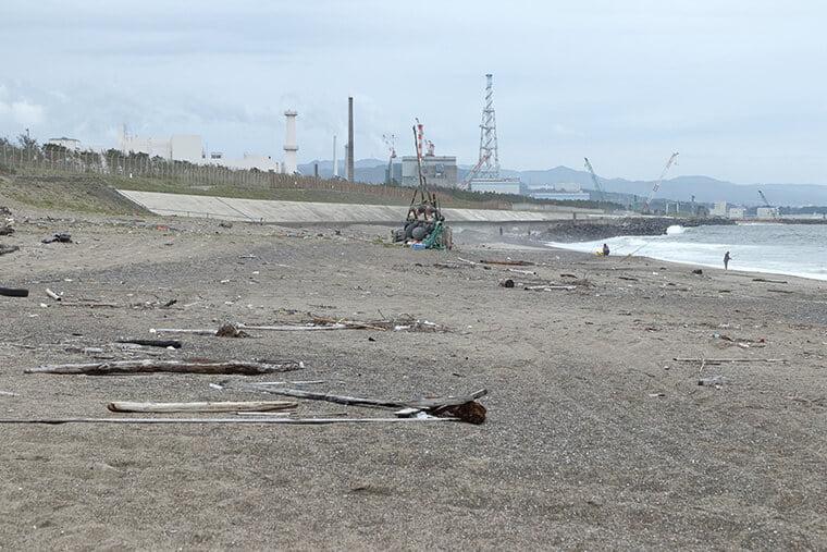 村松海岸から見える原子力施設