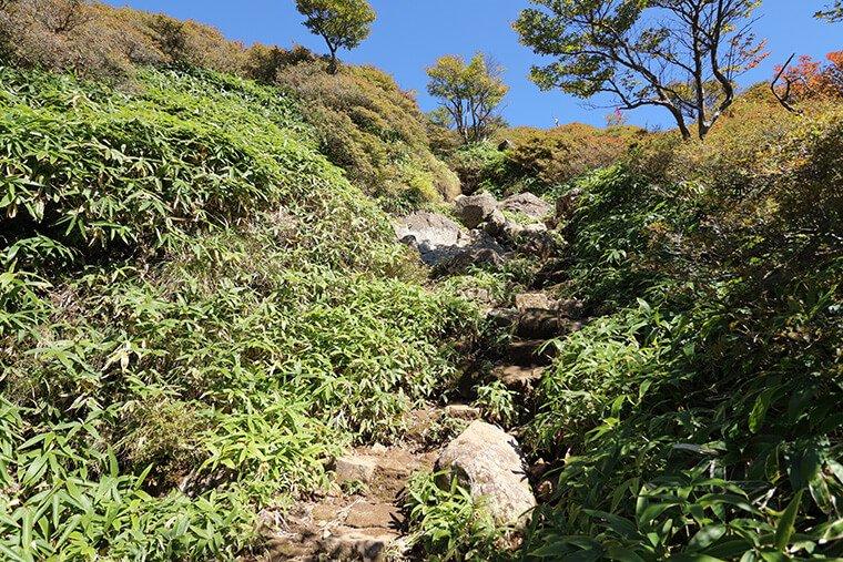 丸山山頂付近の岩場
